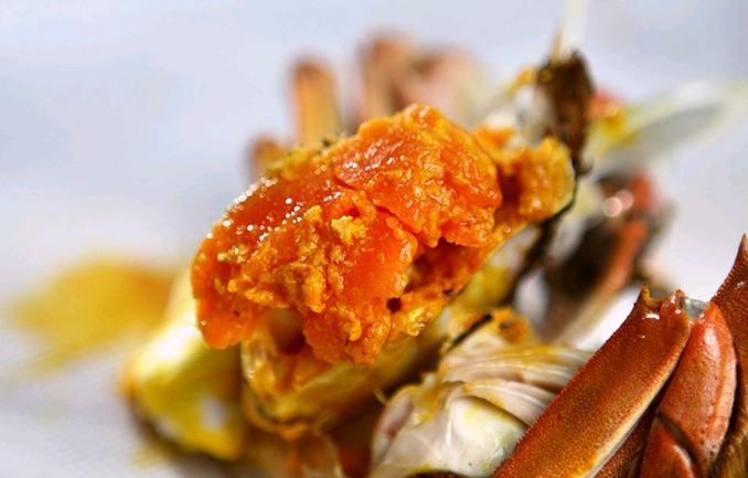蟹黄发苦就是激素蟹?