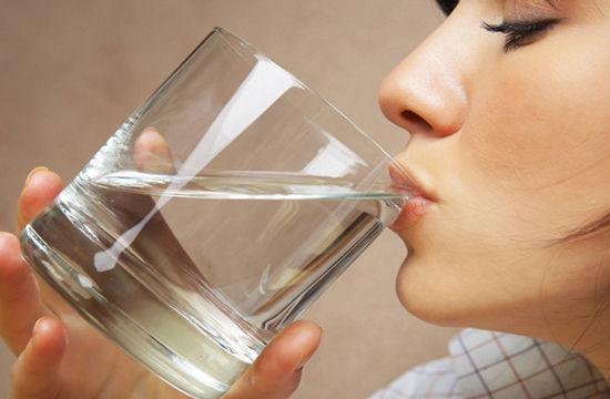 每天喝8杯水才健康?