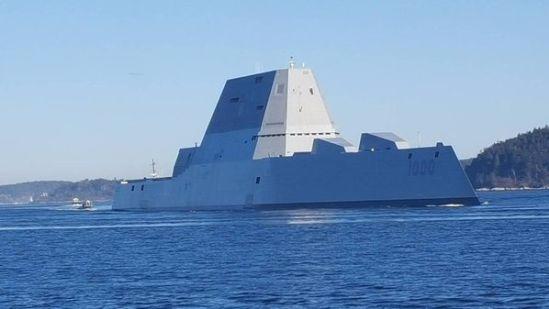 美国最大型隐形驱逐舰亮相