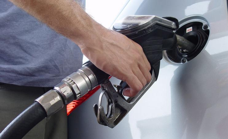 国内成品油今年首降