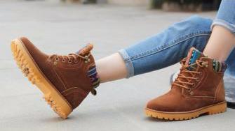 雪地靴去味除污 一招搞定