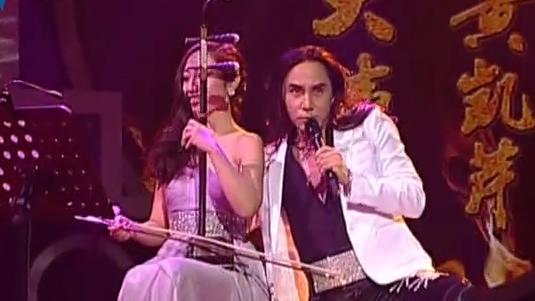 黄凯芹陶醉献唱《大城小事》
