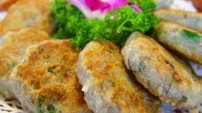简单美味!韭菜蚬肉鲮鱼饼