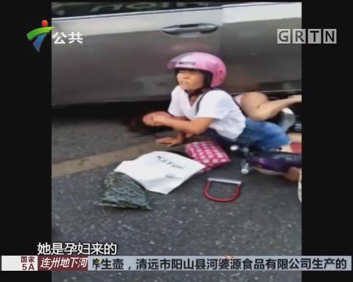 清远:孕妇被压车底 众人抬车后获救