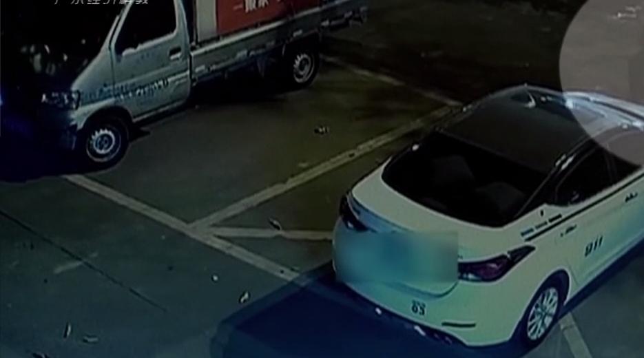 """佛山:用""""神器""""秒破窗 一夜盗23辆车"""