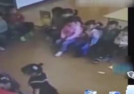 老师殴打三岁学生 家长要求调看监控