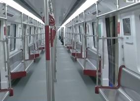 """广州:地铁十三号线""""巨无霸""""列车试乘"""