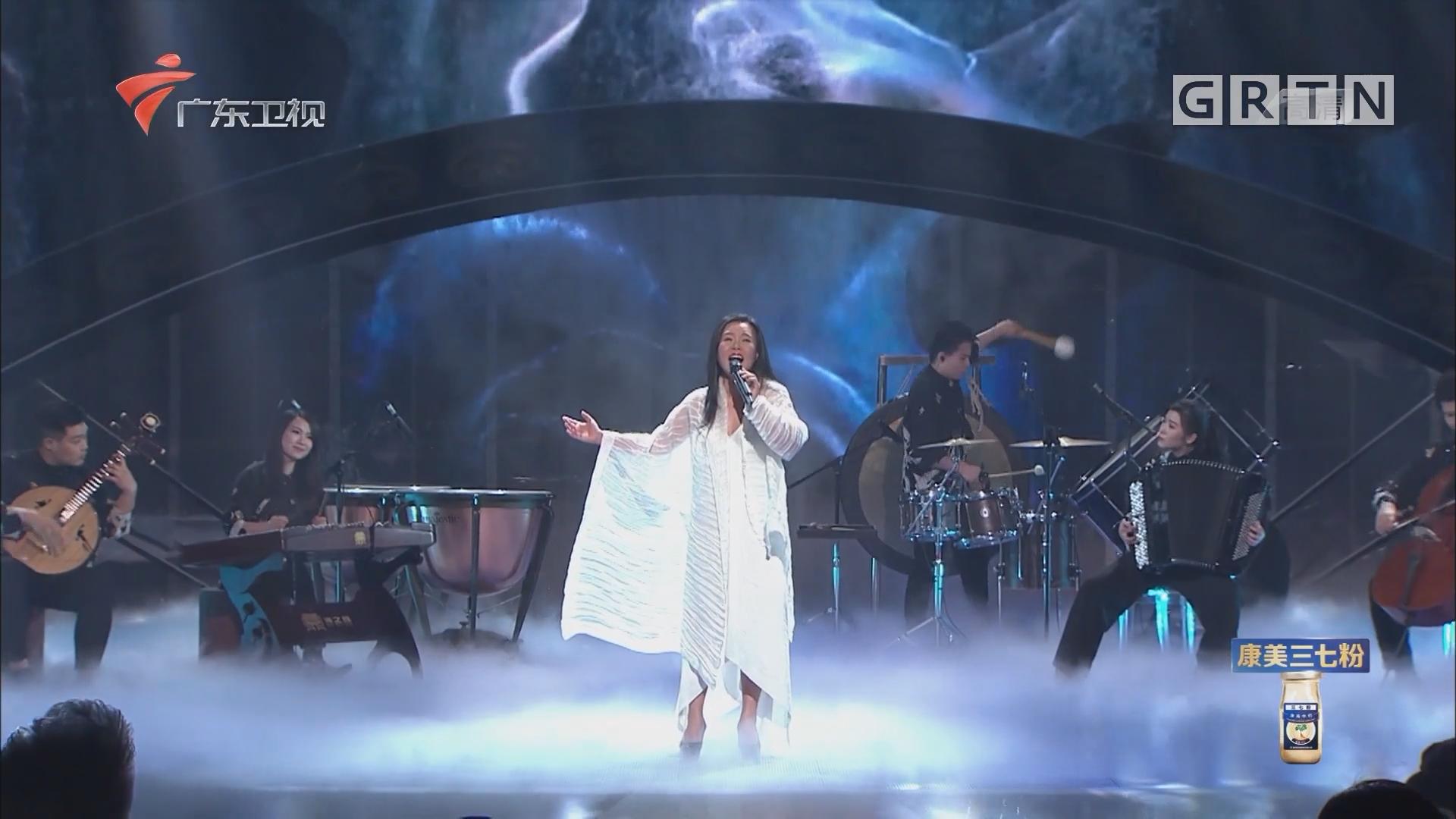 龚琳娜的柔美与气势 唱出心中《小河淌水》