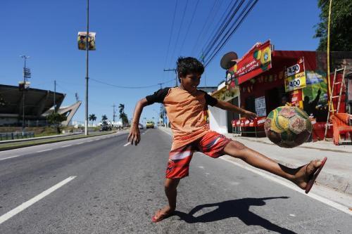 别出心裁的街头儿童世界杯
