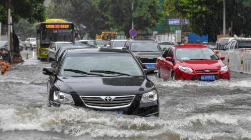 """台风""""艾云尼""""持续影响珠三角 未来两天大到暴雨"""