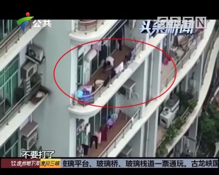 广州:男子阳台疯狂打狗 邻居看不过报警