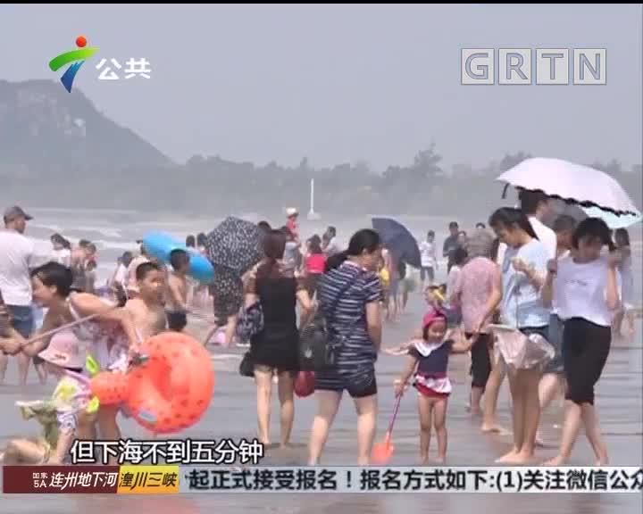 """深圳:女子海滩游玩 被海浪""""拍""""进医院"""