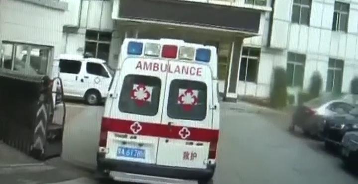 """广州:""""救护车""""假套牌 司机还是逃犯"""