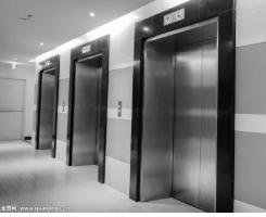 电梯故障11人被困 民警紧急救援化险为夷