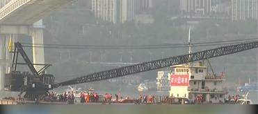 重庆公交车坠江事件:打捞救援持续进行