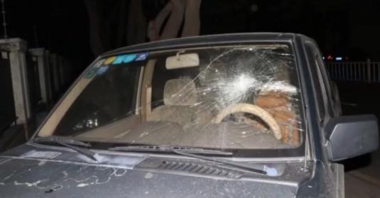 顺德:女子为泄愤 竟砸27辆汽车