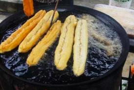 面粉里加明矾 早餐店明目张胆卖问题油条