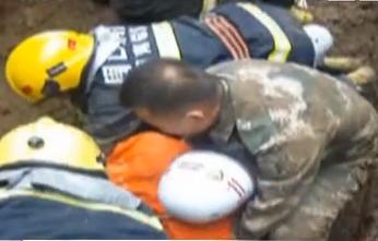 22岁消防员救人遇坍塌 为保护队友英勇牺牲
