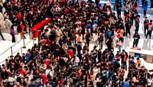 """开工利是哪家强? 腾讯万人排队领红包堪比""""春运"""""""