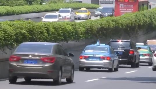 广州:开学流叠加返工流 下周一将迎交通高峰