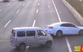 珠海斗门:撞护栏横飞3车道 后车惊险漂移避让