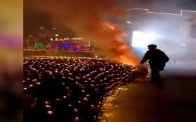 辽宁大连:尴尬了!放烟花求婚引发火灾