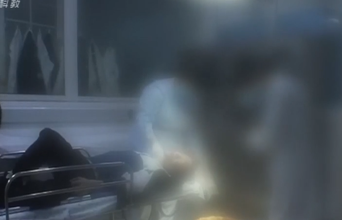 肇庆:小偷被捕后装死 一听检查要钱立马醒了