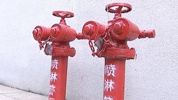 珠江帝景高层着火 消防车遭物管拦下