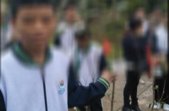 [2019-03-20]DV现场:佛山:初一学生受重伤 倒在教学楼外空调底下