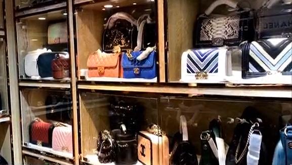 奢侈品高仿假货藏身皮具城周边 品牌齐全