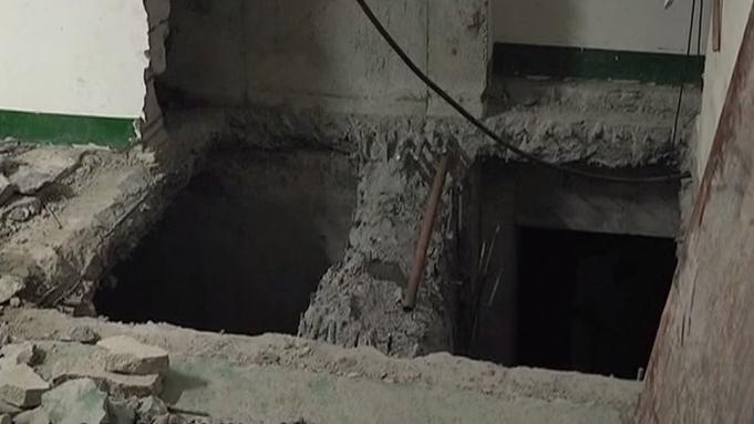深圳:停车场被挖开两个深洞 楼上住户心慌慌
