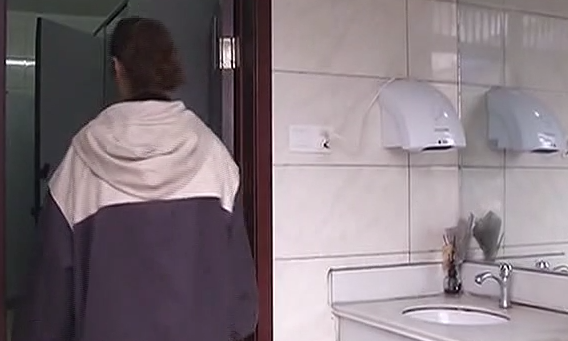 女子如厕遭辣椒水袭击