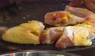 制作煎焗鸡肉
