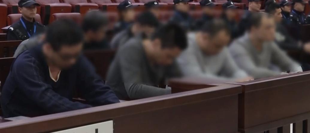 广州:公开审理34人涉黑案