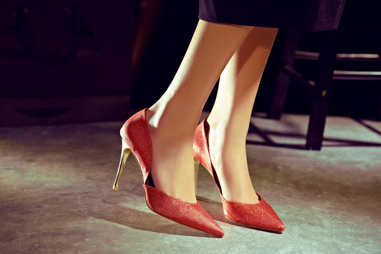 """中山:时尚""""利器""""高跟鞋 竟影响身体健康?"""