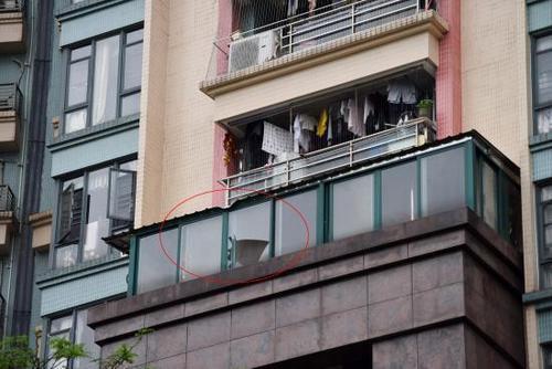 广州天河:15楼坠落两度缓冲 三岁女童奇迹生还