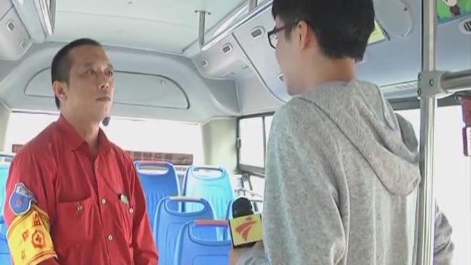 佛山:男童车上突然抽搐 司机果断开车送医