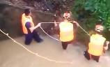 广州:暴雨天9岁男孩被冲走 200余人搜救