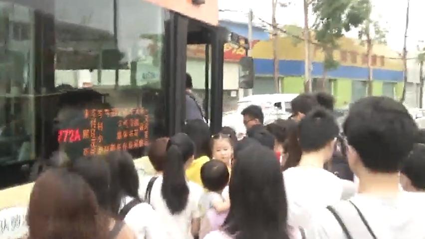 公租房配套调查:记者体验珠江嘉苑上班早高峰