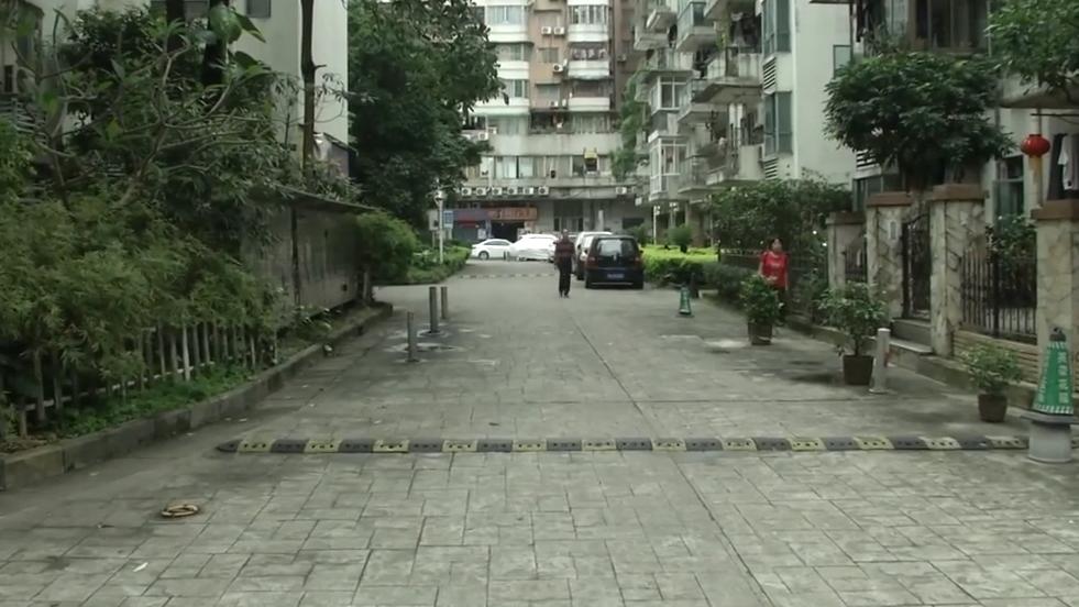 广州:旧物管赖着不退场 竟称依法办事?
