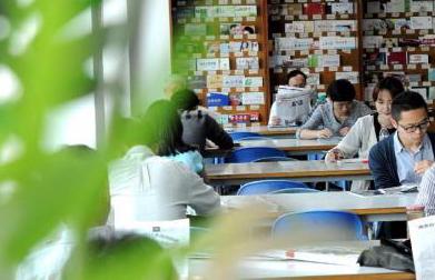 廣州天河:文藝書店藏身公交車站 環境幽靜宜人