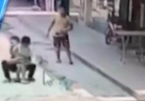 [HD][2019-05-22]今日一线:东莞:陌生男子当街抢小孩 众人合力制服