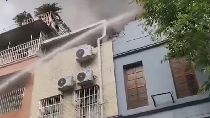 [2019-06-16]DV現場:大火燒穿老房屋頂 疑似煲湯干鍋引起