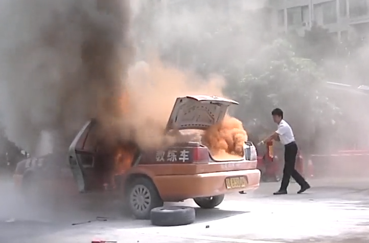 车辆着火水浸怎么办 专家教路处置技能
