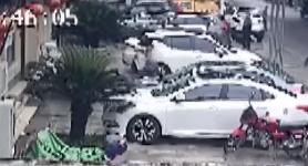 貴州:落地瞬間 男子徒手接住墜樓幼童
