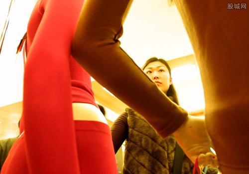 深圳:優衣庫試衣間里 女顧客發現針孔攝像頭