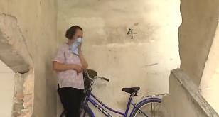 四會:住宅樓被倒灑惡臭液體 警方介入調查