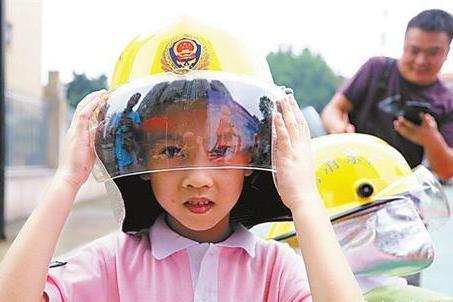 六一策划:长大后我就成了你 小小消防员:学会自救 帮助他人