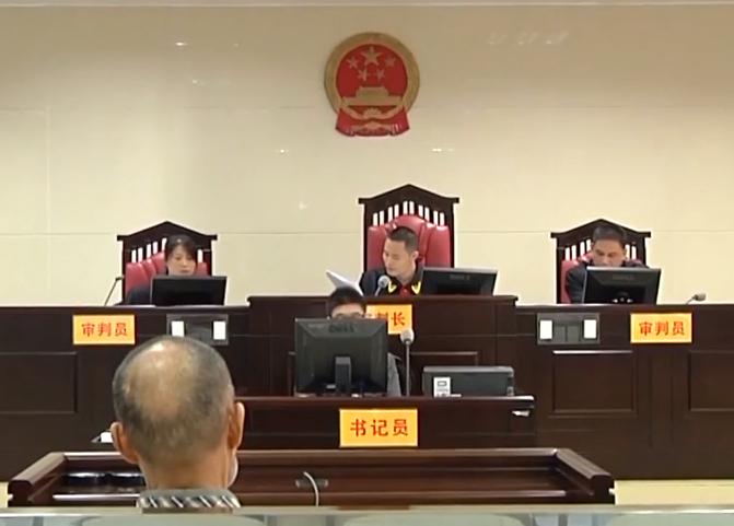 """清远:61岁老汉强奸幼女 """"检法""""两长同庭审理"""