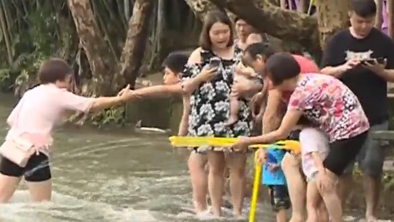 [2019-07-22]DV現場:從化:暴雨過後洪水來襲 多人被困農莊内